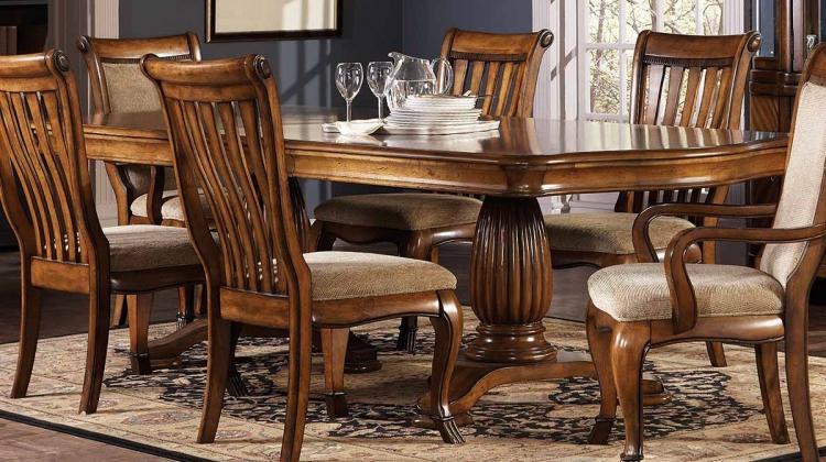 Saphrina Dining Table