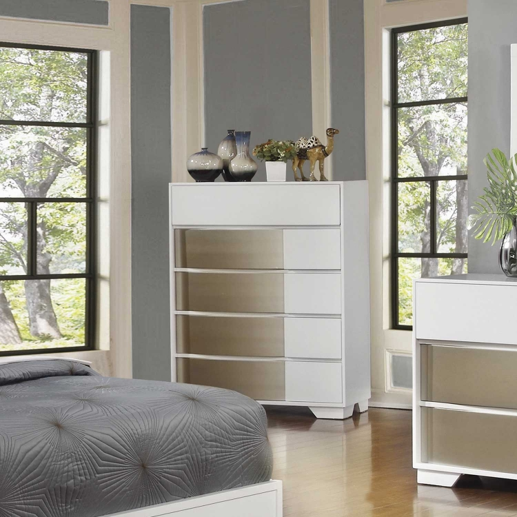 Havering Chest - Blanco/Sterling