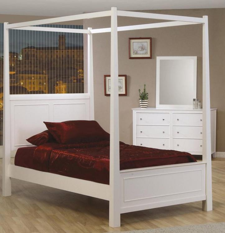 Selena Post Bed