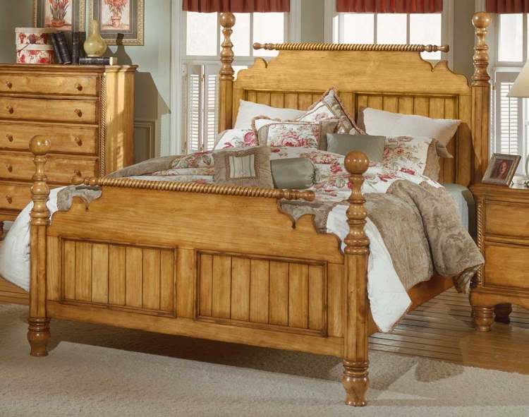 Wilshire Post Bed - Antique Pine