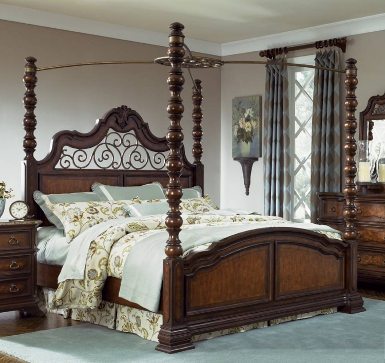 Royal Tradition Poster Canopy Bed
