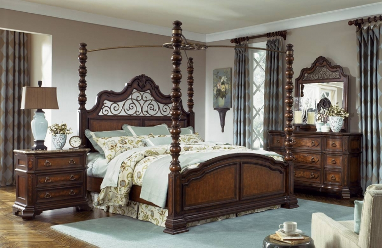 Royal Tradition Poster Canopy Bedroom Set - Legacy Classic