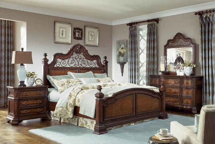 Royal Tradition Poster Bedroom Set - Legacy Classic
