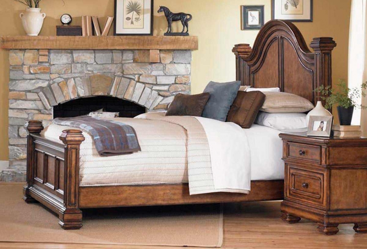 Larkspur Low Post Bed - Legacy Classic