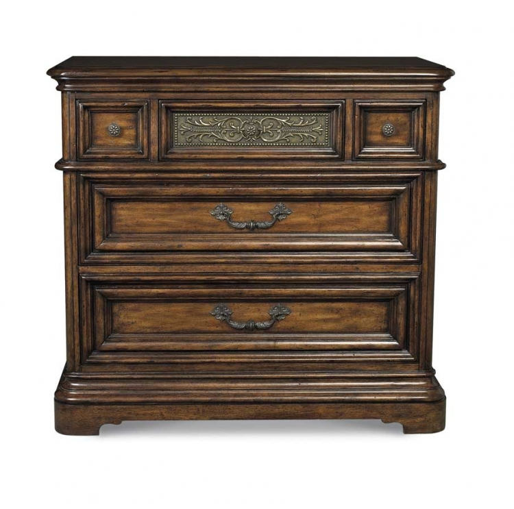 Cantabria Bachelors Chest