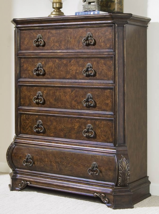 Wellington Manor Chest