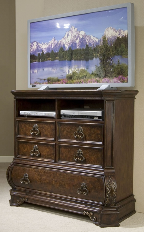 Wellington Manor Media Chest
