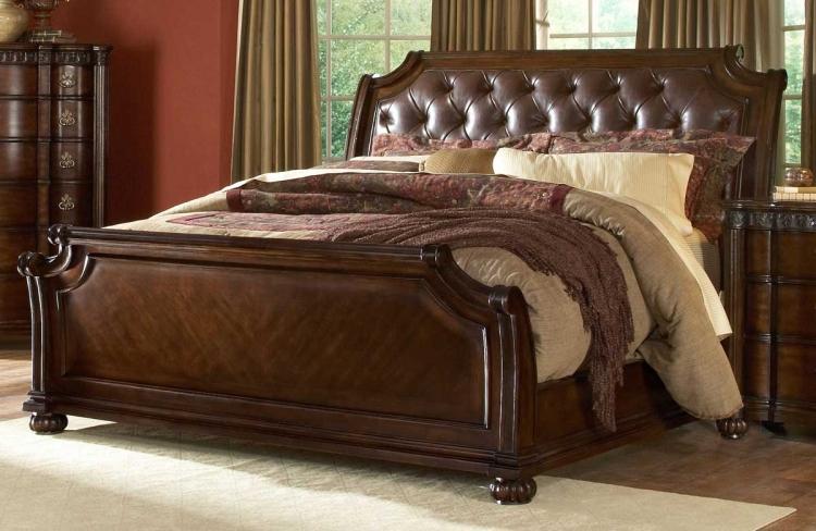 Northridge Sleigh Bed