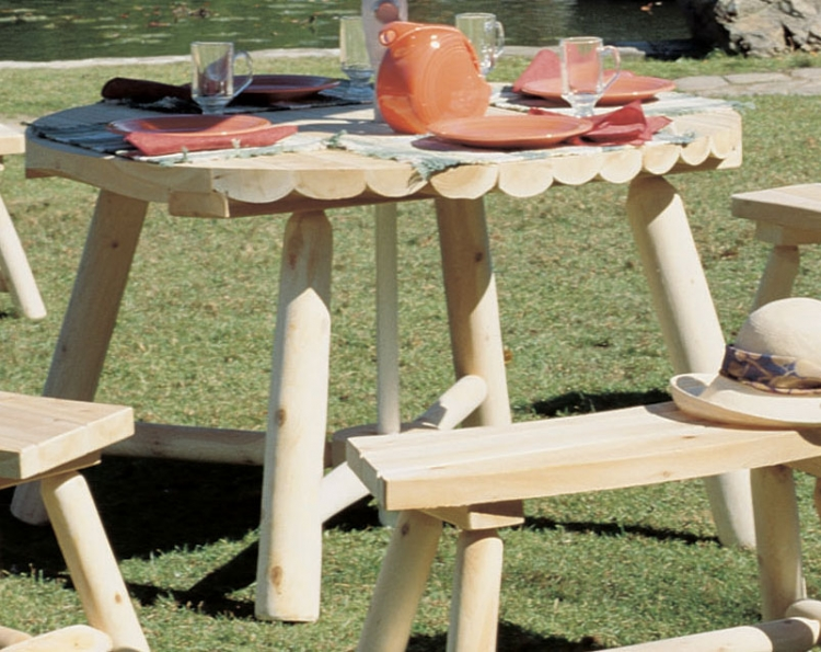 Cedar Looks Round Table with Umbrella Hole
